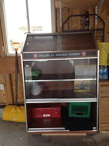 Buy Or Sell Hutchs Amp Display Cabinets In Ontario