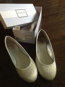 Women's shoes size 10 - never worn - flat sparkle shoes