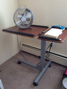 Adjustable height laptop/computer table