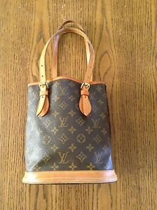 100% Authentic Louis Vuitton PM Bucket Bag Purse in St Thomas