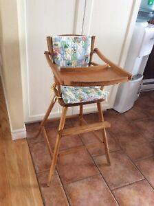 Chaise haute vintage en bois pour enfants