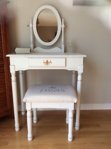 Gorgeous vanity refurbished. Price dropped ( firm).