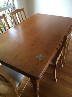 Dining Table and Six Chairs - comfortable and great size Bulleen Manningham Area Preview