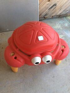 Crabbie sand table