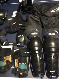 ** 2 sets kids hockey gear**