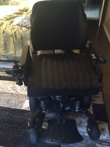 Quantum Q6 Edge electric wheelchair