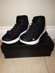 Curry 3s SIZE 8