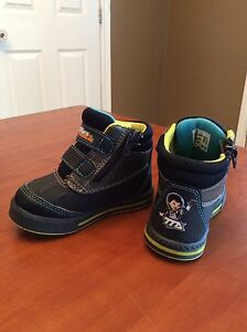 Boots size 6 (toddler)