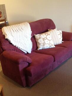 3 Piece Lounge in Excellent Order Hillvue Tamworth City Preview