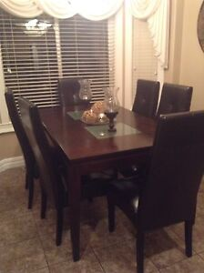 Beautiful solid wood dining table with 6 leather chairs