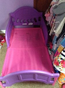 Toddler girls bed good condition