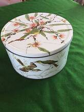 AUSTRALIAN  COUNTRYSIDE  ARNOTTS   BISCUIT  TIN Ulverstone Central Coast Preview