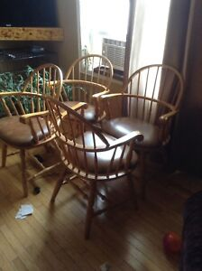 Set of 4 bow back kitchen chairs