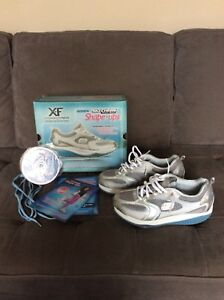 Women's 7.5 Shape-up XF Accelerator Sketchers
