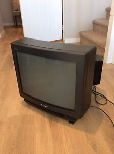 Sony Trinitron 20 inch. Perfect for classic video games!!! FREE