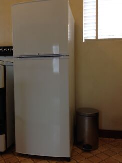 LG 205l Top-mount Refrigerator / Freezer. Hackett North Canberra Preview