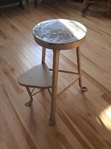Metal stool with three legs and folding step