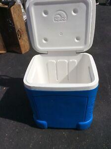 Igloo cooler handle and wheels
