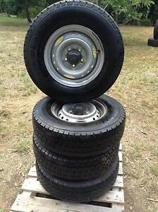 2WD TYRES & RIMS OFF 2000 TOYOTA HILUX Munruben Logan Area Preview