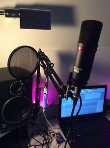 Microphone  + Icicle USB  + Isolation Shield + Stand Adjustable