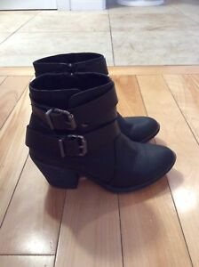 Ladies Blowfish Winter Boots - Size 6.5 - Like New!