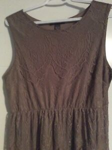 Ladies above-knee length dress a Size XL - Suzy Shier