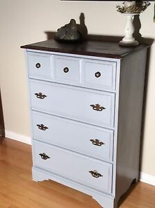 Commode vintage relooké. Chalk paint. Chabby chic