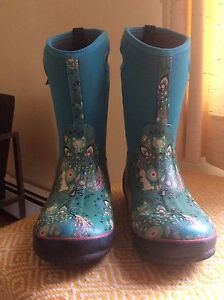 Girls Bogs - Excellent Condition - size 6