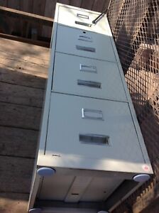 COMMANDER 4 DRAWER VERTICAL FILING CABINET with lock and kyes -