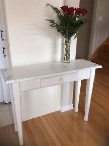 Console table refurbished. Firm price. I don't deliver