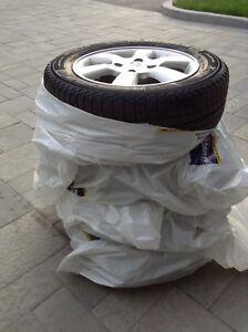 Pneus Michelin 185/65/R15 avec jantes Nissan