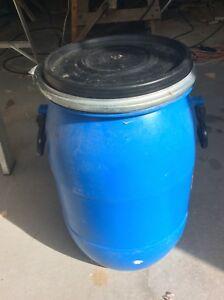 Petit barils plastique 25 litres environ