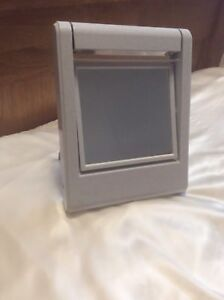 Portable Cosmetic Mirror (with reversible magnifying mirror)