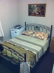LARGE BEDROOM IN EASYGOING HAPPY HOUSE  PWR WATER  WI-FI Tingalpa Brisbane South East Preview