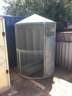 Aviary bird cage large round Waikiki Rockingham Area Preview