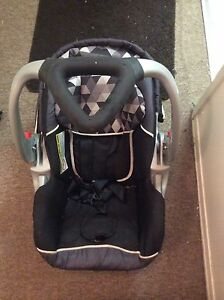 Baby trend car seat  Stratford Kitchener Area image 1