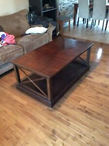 Real wood table / table bois solide