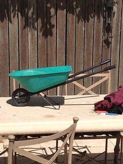Kids metal tray wheelbarrow