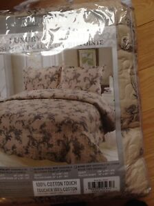 Luxury King Size Quilt & Pillow Shams - Brand New