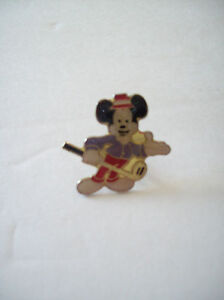 Vintage-RARE-Mickey-Mouse-Golf-Club-Enamel-Pin-Red-Hat-White-Shoes-Gloves