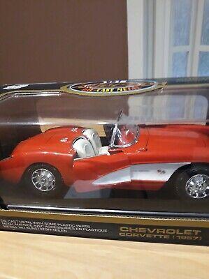 Road Tough 1/18 Scale Diecast - 92018 Chevrolet Corvette 1957 Red White
