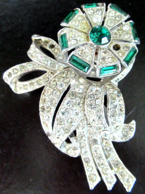 Sparkling Ice & Emerald Green Rhinestone Trembler Vintage Dress Clip