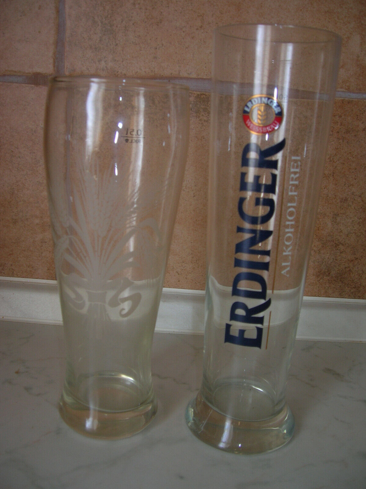 2 verschiedene Erdinger alkoholfrei + Hefeweizen Biergläser  Reklame Sammelgläse