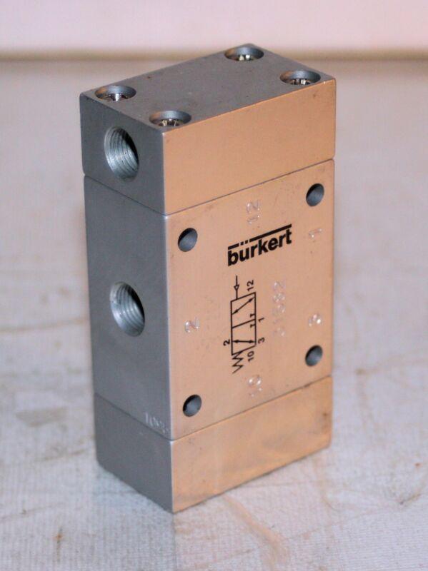 "1/8"" NPT Pneumatic Direct-acting 3/2 way plunger shuttle valve Burkert  31582"