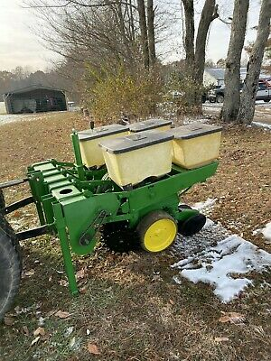 John Deere 2 Row 7000 Martin Row Cleaner Corn Planter With Precision Finger