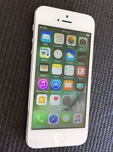 IPHONE 5 16GB white EXCELLENT CONDITION UNLOCKED Southern River Gosnells Area Preview