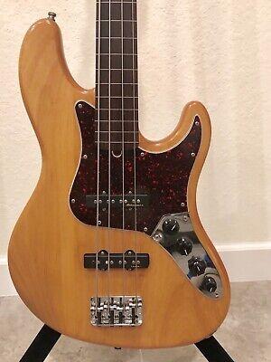 Fender 2000 Fretless American Deluxe Jazz Electric Active Bass Guitar USA Deluxe Active Jazz Bass Guitar