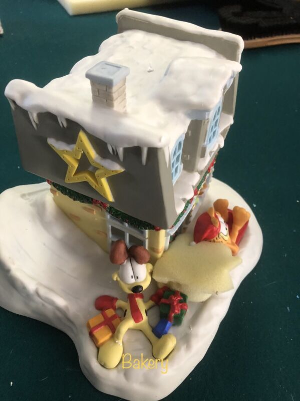 DANBURY MINT GARFIELD LIGHTED CHRISTMAS HOUSE BAKERY