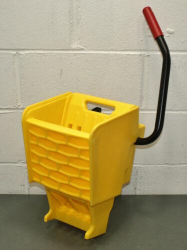 Rubbermaid Commercial Side Press Mop Wringer 2064915, 10 to 32 oz, WaveBrake