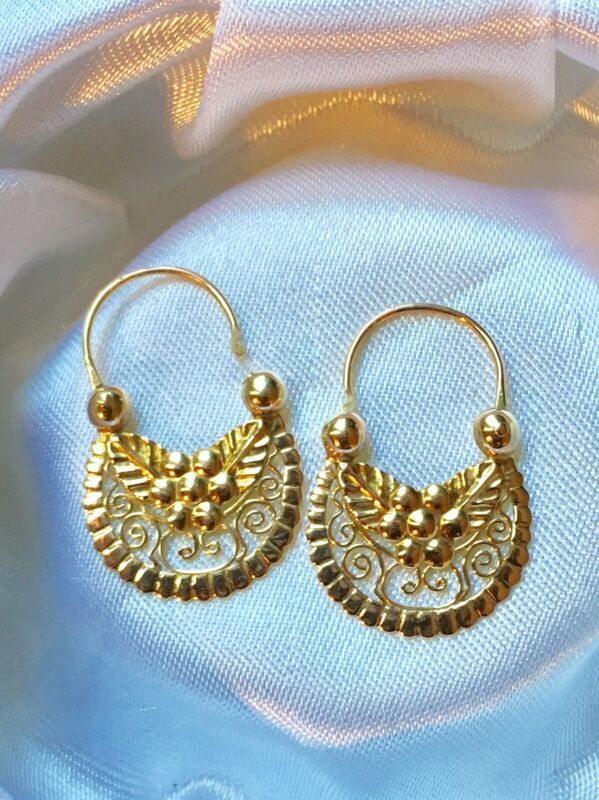 ANTIQUE VICTORIAN 14K YELLOW GOLD EARRINGS WITH FLOWERS, LEAVES AND FILIGREE